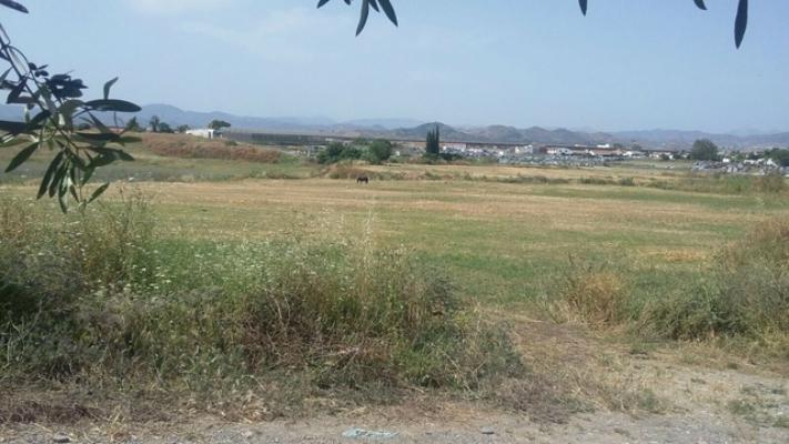 Parcela en venta en Churriana de la Vega, 124.000 €